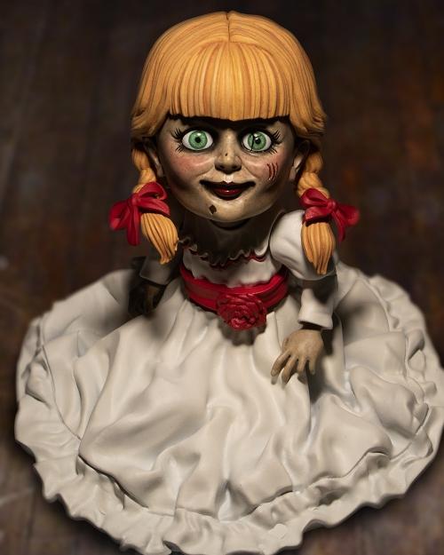 アナベル 人形